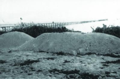Cầu tàu trên quần đảo Hoàng Sa, nơi vận chuyển phốt - phát lên tàu, chở vào đất liền.