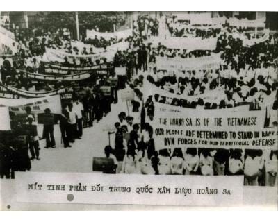 Mít - ting phản đối Trung Quốc xâm lược quần đảo Hoàng sa của Việt Nam năm 1974.